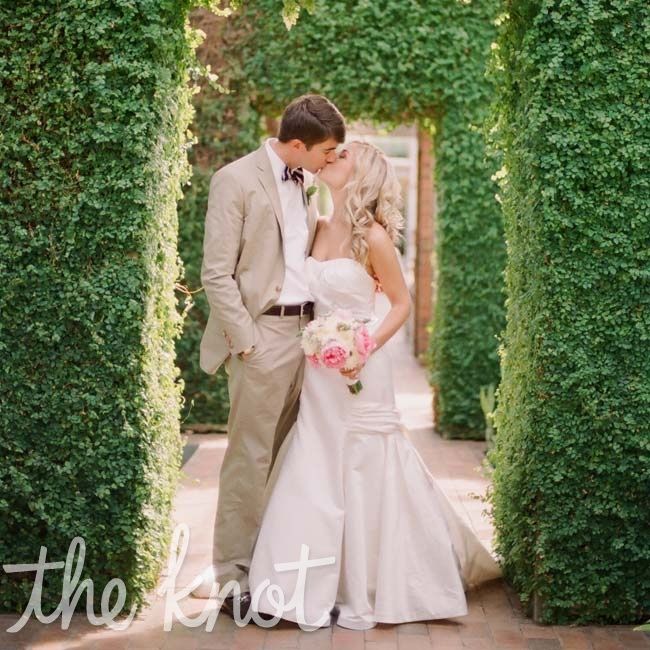 Krystina &amp; Scott: A Romantic Outdoor Wedding in St. Paul, MN