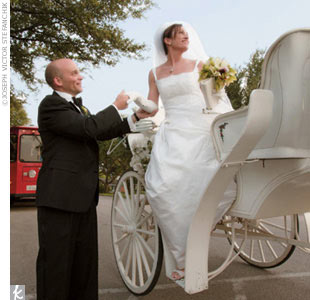 Following the ceremony, Nicole and Leonard, arrived in a horse-drawn carriage at the River Crest Country Club where 250 guests enjoyed a poolside cocktail reception and the music of a classical guitarist.