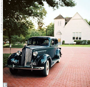 A friend of the groom's lent Sandra and Bill his newly restored 1937 Packard for their getaway. Post-wedding, the couple honeymooned in Santorini, Greece.