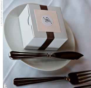 Each guest received a white box sealed with the couple's monogram and a pink ribbon which contained chocolates in the shape of a mountain and a maple leaf.