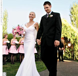 Ryan wore a white, silk tulle, fitted Vera Wang gown accented with brooch-like detail on the shoulders.