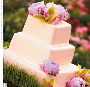 Designed to reflect the Zen and nature theme, Juowei and Eric's cake was a pink, three-tiered square on a bed of grass.