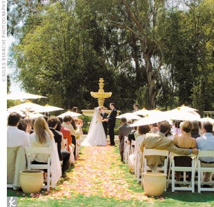 Once everyone arrived, the ceremony took place in Greystone's formal garden. The area was decorated with parasols from Chinatown and flowers in shades of amber, coral, and apricot. Wendy and John exchanged vows in a formal garden perched above Greystone Mansion, where guests enjoyed panoramic views of Los Angeles.