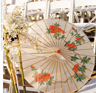 Guests of Brandy and Ryan walked to Santa Monica Beach where they were greeted with parasols, personalized beach bags, and water.