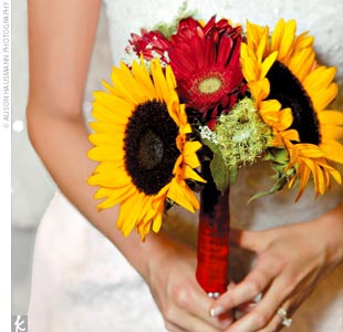 The bride, her mother, and her maids arranged all of the flowers, which included sunflowers, wildflowers, daisies, and Queen Anne's lace. They purchased the flowers from local farmers