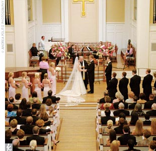 To honor the place that brought them together, Maggie and JP exchanged vows in the Perkins Chapel on the SMU campus. Large windows, gold chandeliers, and a pipe organ gave the traditional space an air of formality.
