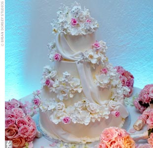 Similar to Christina Aguilera&#39;s cake, Jessika and Michael&#39;s confection features hundreds of handmade sugar flowers and sugar draping. The best part? The golden yellow cake with tangerine curd filling.