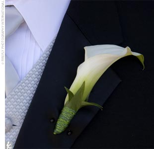 Ryan sported a single white miniature calla lily boutonniere accented by simple Ruskus greenery and finished with a green wire wrapped around the base.