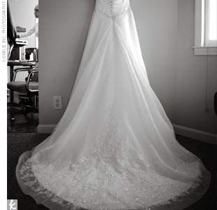 Erin's Casablanca strapless ivory gown with a sweetheart neckline was the picture of perfection. The dress was complemented by chandelier earrings, shoes that sparkled with a row of rhinestones, and a diamond pendant, a gift from Craig that morning.