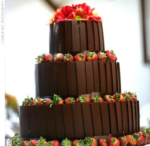 Guests were treated to a three-layered spice cake covered in milk chocolate planks and chocolate-covered strawberries. With apple filling and caramel frosting, the confection was delicious.