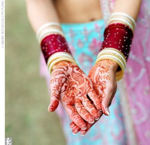 For the morning ceremonies, Naina wore gold, diamond, and tourmaline jewelry, and her hands had been painted with henna.tr