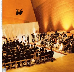 The ceremony was held inside the BP Hall in the Walt Disney Concert Hall. It was the perfect choice for Mary Ann and Darren because of its downtown Los Angeles location.