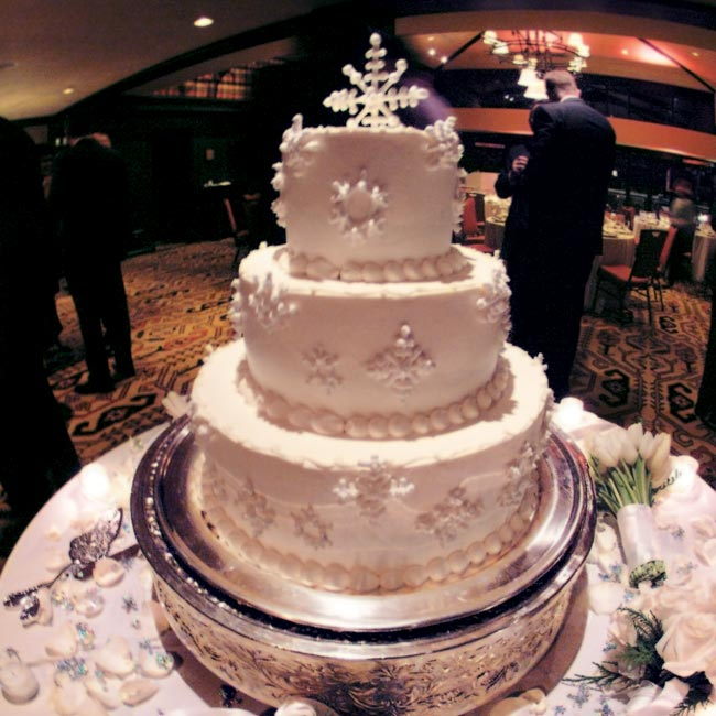 The center of attention was undoubtedly the three-tier vanilla-bean gateaux cake -- vanilla sponge cake filled with layers of vanilla Bavarian cream -- which was decked out with snowflakes made of sugar.