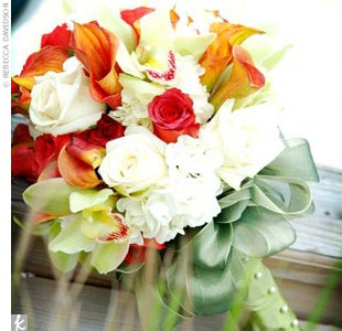 The bridal bouquet (made with Leonotis, champagne roses, calla lilies, orchids, and stephanotis) wouldn't have been complete if it didn't fit the festive island theme. To ensure variety in the bouquet, Thara chose to use orange, red, and white as the colors.