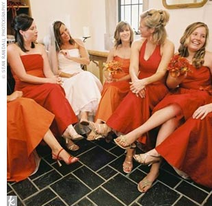 Lisa's bridesmaids (including her daughter, who was the maid of honor) also made a contribution to the color scheme, wearing different styles of dresses in reds and oranges from Saeyoung Vu Couture.