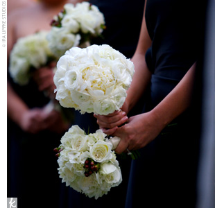 Annie&#39;s bridesmaids carried elegant bouquets of white blooms.