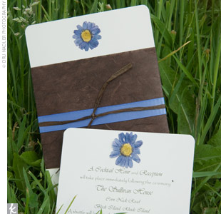A close friend of Liz and Jason's, Alissa Sampogna, created their save-the-dates and invitations using their blue and brown color scheme. The invitations, which were tied with brown raffia, featured a blue daisy motif.
