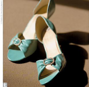Shayna also incorporated her signature hue into her attire by wearing a pair of brilliant teal heels.