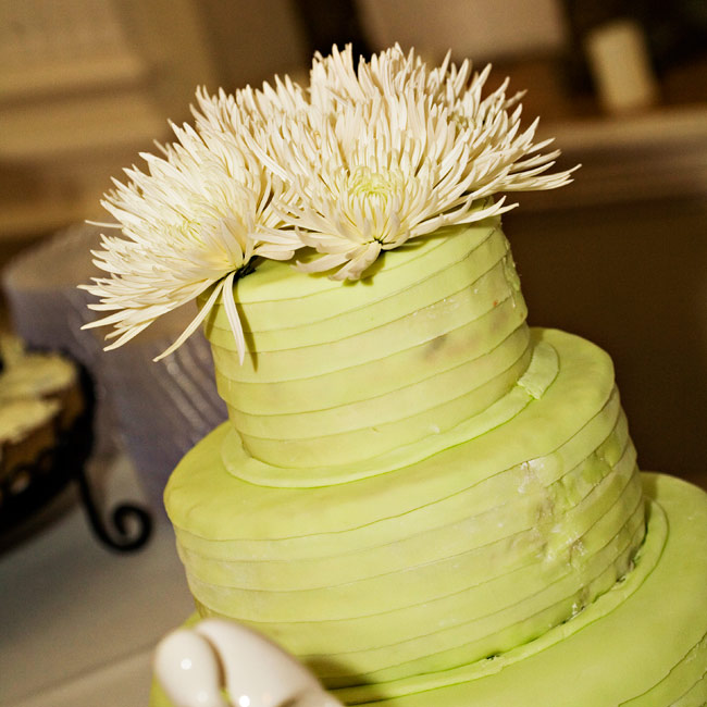 Dori and Jason cut a three-tiered white cake covered in pale green fondant that was folded in stripes around each tier. Fresh white mums topped of the confection.