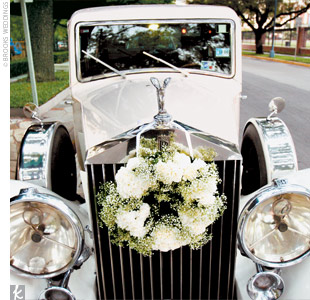 At the end of the night, Jamey and Doug's guests showered them with bubbles as they made their getaway in a classic 1937 Rolls-Royce.