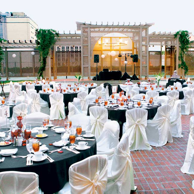 Julie and Angelo chose the venue because of its gorgeous outdoor terrace, which was lined with fountains and afforded views of Fort Worth's courthouse.