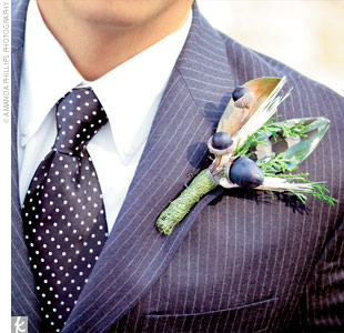 Jeremy donned a fall-inspired boutonniere made with wheat, brown acorns, and a hint of evergreen.