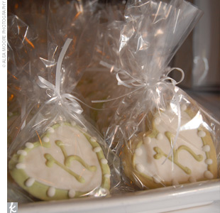 The couple gave their guests heart-shaped cookies decorated with their initials.