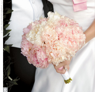 Shari carried a simple clutch of white and pale pink peonies.
