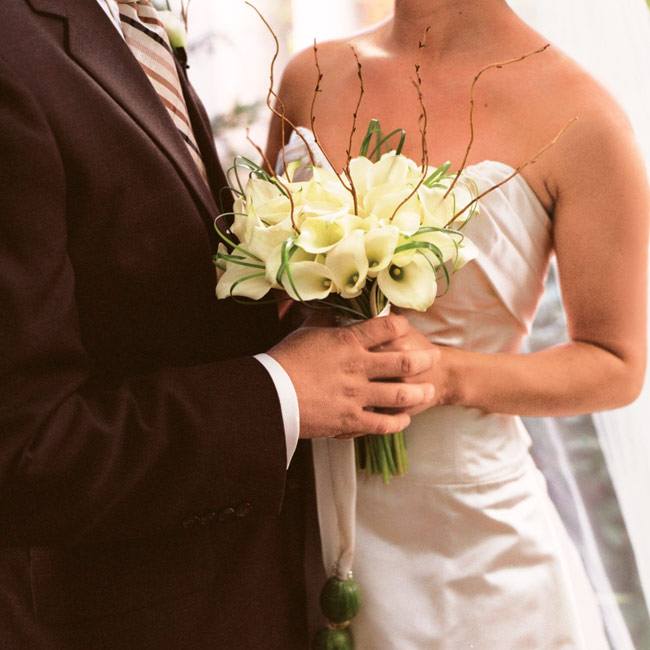 Melissa held a bouquet of white mini calla lilies accented with curly willow tips and bear grass.