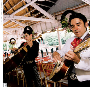 A mariachi band played during the ceremony and cocktail hour.