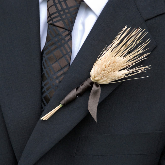 To match Courtney's bouquet, Matt wore a boutonniere made of bearded wheat on his lapel.
