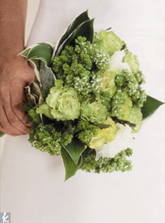This bouquet of green and white roses and galax leaves gets its texture from oregano blossoms.Photo: Fabrice Trombert