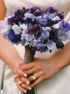 A multi-color bunch of sweet peas makes a strong yet sophisticated statement.