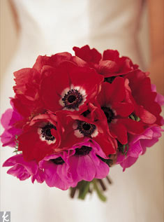 Red and hot-pink anemones make for a simple yet sexy bouquet.