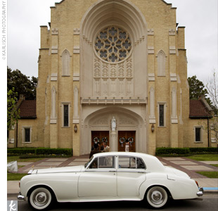 Ivy and Danny married at St. Thomas Aquinas, a large cathedral church featuring traditional architectural details and windows imported from Europe. As Easter had just passed, the couple did not have to add much to the decor, which was already accented throughout with white calla lilies.