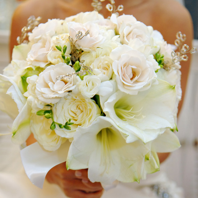 Elizabeth carried a bouquet of white amaryllis and roses with sparkling branches mixed in.