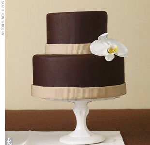 This chocolate cake, accented with a white orchid, not only looks gorgeous it's also completely organic and vegan-friendly. 