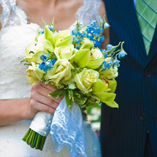 Lauren carried a bouquet of pale green and blue hues that included roses, orchids, and hydrangeas.