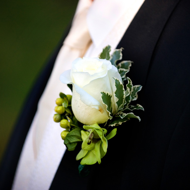 Joe donned a white rose boutonniere for the day, which complemented Staci's white and green bouquet.