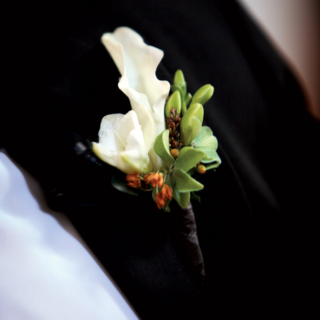 Tom wore a small, white boutonniere to match one of the blooms in the bride's bouquet.