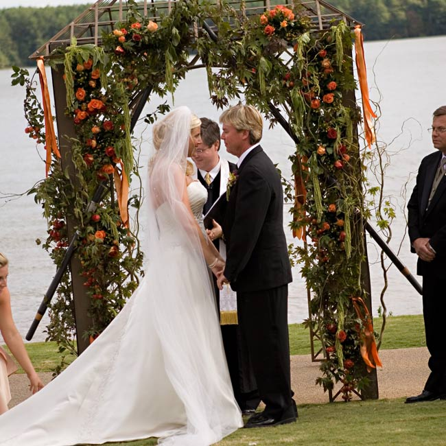 Kirstin and Barry exchanged vows in front of an arbor that featured a pair of crossed oars to represent their love of boating.