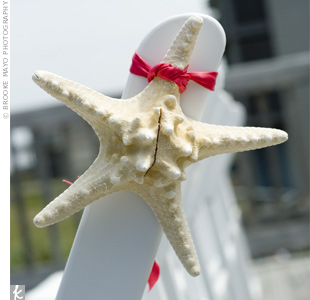 At the ceremony, the first few rows of chairs were adorned with starfish.