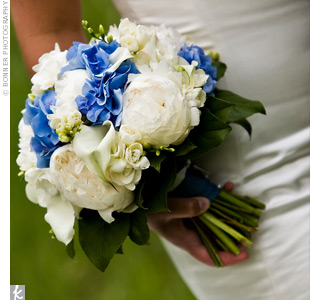 Heather's blue and white bouquet made of peonies and hydrangeas had a special touch attached -- a photo of her late father.