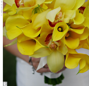 Inspired by a beautiful bouquet of yellow calla lilies she'd found on The Knot, Kate decided to carry the same lovely bouquet and use yellow as the lead color in her palette.