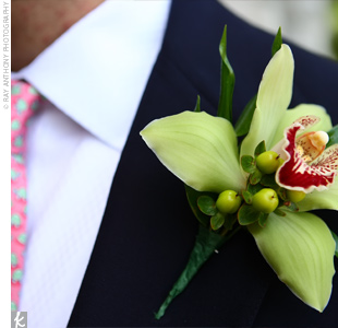 Craig's groomsmen wore green orchids with green berries, while the groom wore a white orchid.
