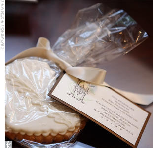 "As guests left the reception, they were handed heart-shaped cookies with the couple's monogram and a note that said, ""Our hearts are staying in San Francisco. Please come visit us!"""