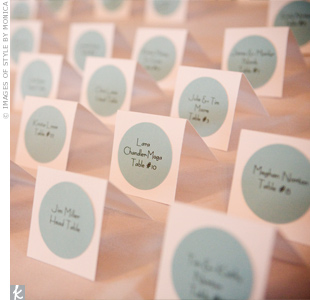 To complement the wedding's modern circle motif, Valerie created white tented cards with blue circles printed with each guest's name and table number.