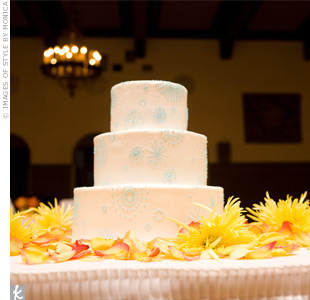 Blue circles and starbursts dotted the buttercream frosting of the couple&#39;s three-tiered cake.