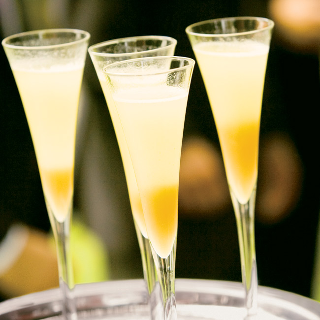 During Lauren and Josh's cocktail hour, guests enjoyed Bellinis -- a mix of sparkling Prosecco and peach nectar.
