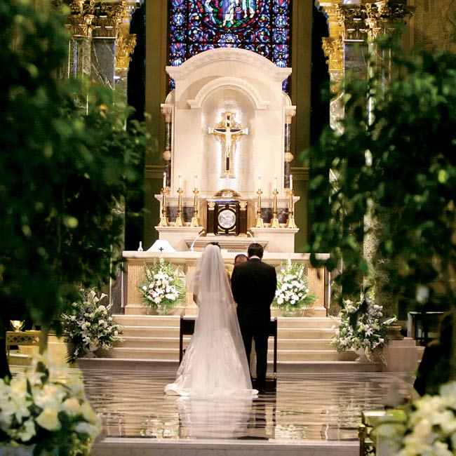 Alexis and Alberto married in the sanctuary of the Cathedral Basilica of Sts. Peter and Paul. The couple included the lazo ceremony, a Spanish tradition, using a crystal lasso that had been a gift from the bride's great-grandmother to her parents for their wedding.